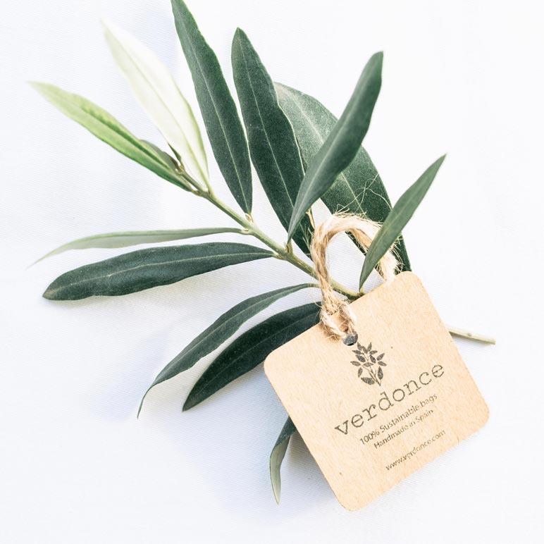 Hojas de olivo y etiqueta sostenible Verdonce